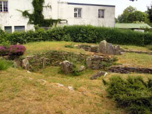 Le cairn mégalithique avec sépultures à chambres compartimentées de Kerleven, commune de la Forêt-Fouesnant
